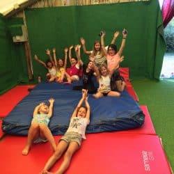 Atelier cirque 7-10 ans dans une colonie de l'Hérault