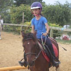 Séance équitation en centre de vacances